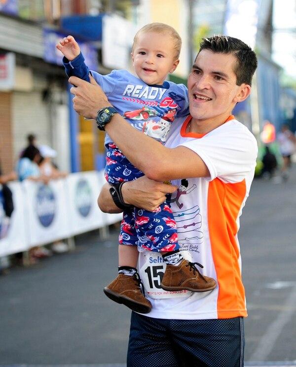 Iván y Leandro Solís en la segunda carrera Juntos por una Sonrisa, en diciembre del 2013.   ARCHIVO