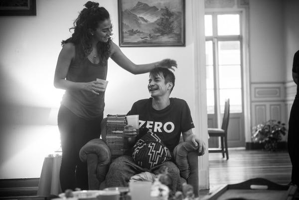 Reunión familiar: 'El autor intelectual' presenta a una familia que debe confrontar sus problemas durante una agitada visita. FOTO: Cortesía del Ministerio de Cultura y Juventud.
