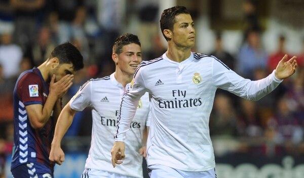 Cristiano Ronaldo celebra su tanto y el segundo del Real Madrid sobre el Eibar.
