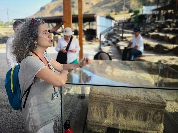 Dalia Himelfarb es una mujer nacida en Israel, pero criada en Brasil. Es la encargada de realizar los exámenes de historia israelí para quienes desean obtener la ciudadanía en el país. Foto: Jorge Arturo Mora