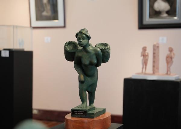 Obra 'La canastera', de la escultora Ligia Herrera. Foto: Jeffrey Zamora.