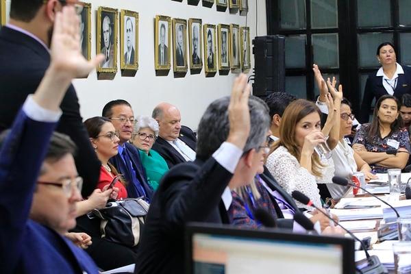 La noche de este lunes se terminaron de votar las mociones de fondo del proyecto de Fortalecimiento de las Finanzas Públicas. Foto: Rafael Pacheco.