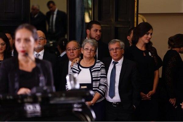 Gerardo Hidalgo y Ligia Herrera observan a su hija, Carolina Hidalgo Herrera, la nueva presidenta de la Asamblea Legislativa. Foto: Albert Marín