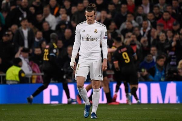 El Real Madrid tratará de reponerse de la derrota en Champions al enfrentar este domingo al FC Barcelona. FOTO: PIERRE-PHILIPPE MARCOU / AFP.