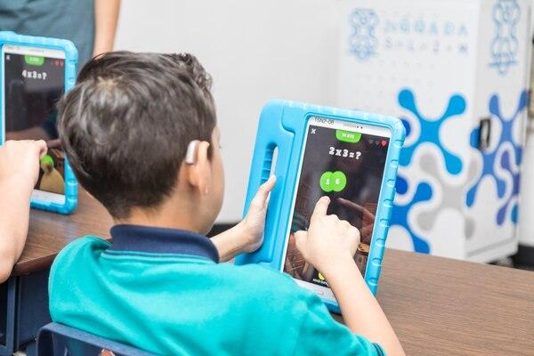 En el Centro Nacional de Educación Especial Fernando Centeno Güell, los equipos se utilizan para abordar de forma más dinámica el contenido educativo. Foto: Cortesía de Samsung.
