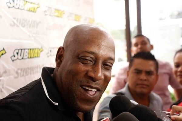 Hernán Medford en una conferencia de prensa en San Pedro Sula.