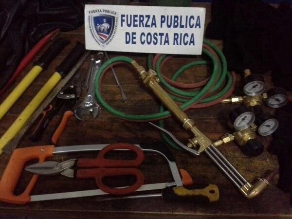 Un equipo de acetileno fue decomisado luego de que dos sujetos aparentemente pretendían utilizarlo para abrir una caja fuerte de un supermercado en Cóbano, Puntarenas.