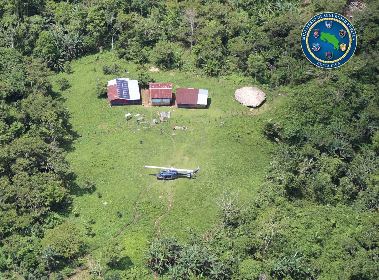 Las condiciones climáticas permitieron realilzar seis vuelos en helicóptero hasta poblados indígenas de Talamanca con ayuda humanitaria. Foto: MSP.