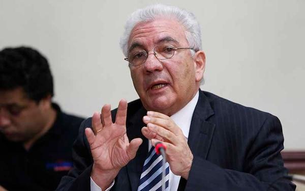 Carlos Obregón, presidente del ICE, compareció ante los diputados y descartó conflicto de intereses.