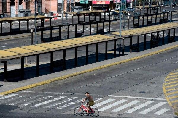 La estación de tren y autobús de la avenida Constitución, en Buenos Aires, estaba desolada este martes 25 de setiembre del 2018 durante la huelga de 24 horas convocada contra las políticas de austeridad del gobierno.