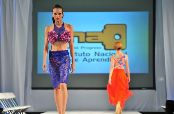 Los estudiantes del Núcleo Textil del INA participarán en el Costa Rica Fashion Week. Fotografía: Gabriela Téllez.
