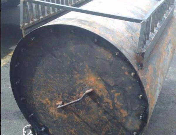Dentro de este cilindro metálico estaban ocultos los paquetes de cocaína.