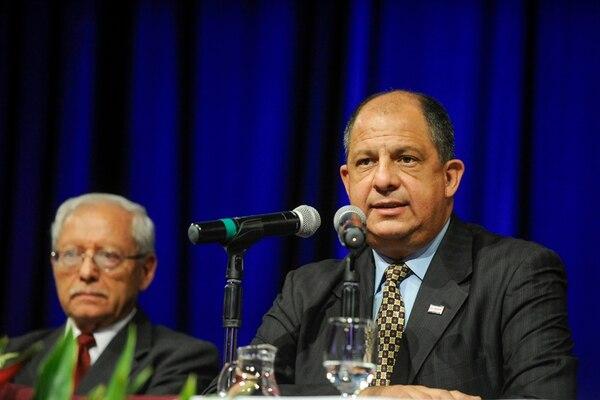 Luis Guillermo Solís, expresidente de la República, y su exministro de Hacienda, Helio Fallas. Foto: LUIS NAVARRO