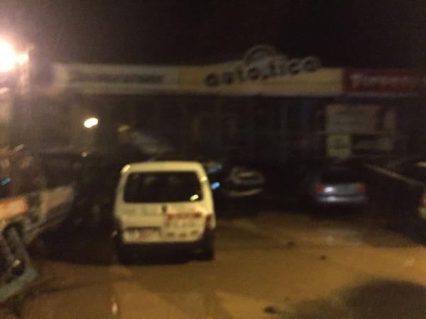 Las fuertes lluvias inundaron las calles del centro de Jacó