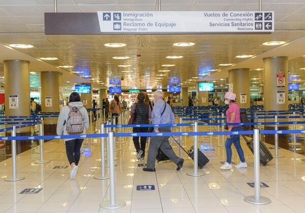 La actividad turística está entre las más golpeadas por los efectos del coronarivus. En la imagen, turistas estadounidenses ingresan al país en noviembre anterior. Fuente: Cortesía ICT.