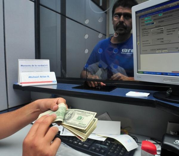 El dólar volvió a situarse cerca del piso de la banda cambiaria. | ARCHIVO