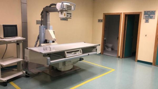 En una fotografía de archivo, aparece un equipo de rayos X del Hospital San Rafael de Alajuela. La institución maneja un conjunto de seis procesos de compra para sustituir aparatos de Radiología que ya han cumplido o están a punto de cumplir su vida útil.