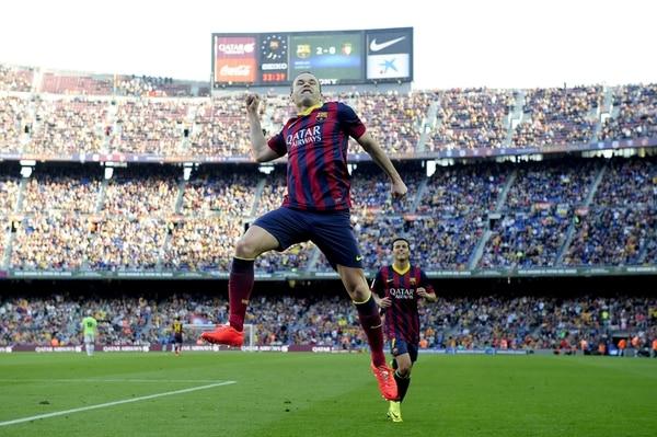 Andrés Iniesta celebra una anotación con el Barcelona.