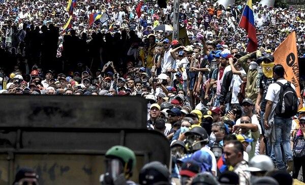 Manifestantes opositores protestaban el miércoles, en Caracas, contra el gobierno de Nicolás Maduro.