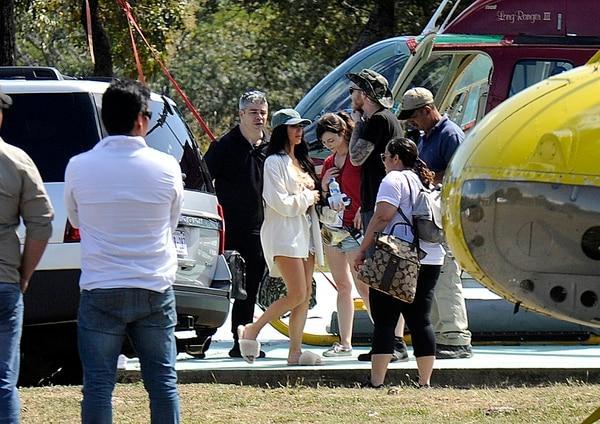 La primera visita de las Kardashian a Costa Rica fue en el 2017. Un equipo de La Nación constató la presencia de las famosoas con estas fotografías exclusivas. En la imagen se ve a Kim antes de subir a un helicóptero. Foto: Diana Méndez/Archivo.
