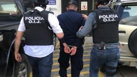 Dos policías pidieron dinero a extractores ilegales de arena a cambio de no llevarlos ante la Fiscalía