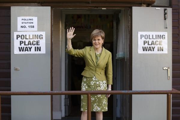La líder del Partido Nacionalista Escocés, Nicola Sturgeon, tras votar en Glasgow