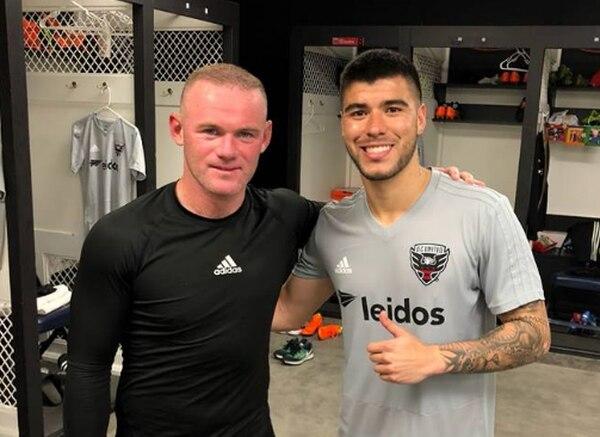 Ulises Segura y Wayne Rooney luego de un entrenamiento del DC United. Fotografía: Cortesía