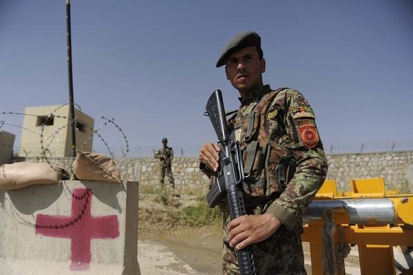 Un soldado disparó contra tropas locales e internacionales en la Academia de Oficiales del Ejército Nacional Afgano en Kabul, informó el portavoz del Ministerio de Defensa de Afganistán, Zahir Azimi.