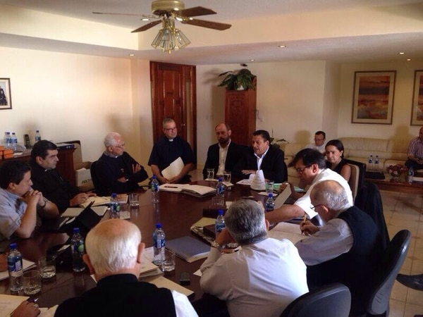Johnny Araya, del PLN, activó sus actividades de campaña electoral este miércoles donde sostuvo un encuentro con los obispos de la iglesia Católica.
