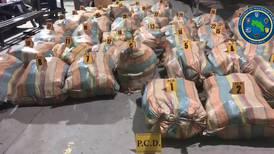 Persecución de lancha en Pacífico sur termina con decomiso de 1.336 kilos de marihuana y 4 detenidos