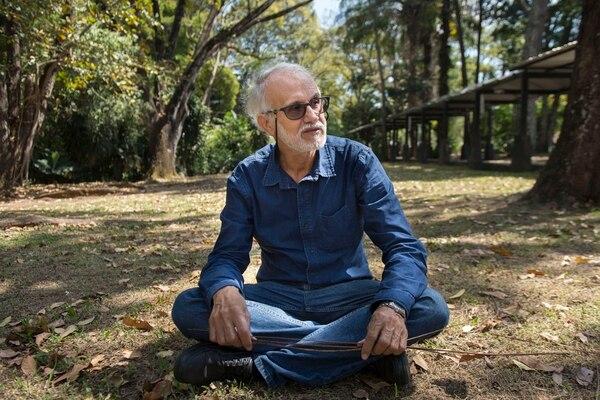 24/01/2017 Universidad de Costa Rica, Sede Central. Santiago Porras Jiménez presentará el próximo miércoles 1 de febrero 2017 su más reciente obra literaria