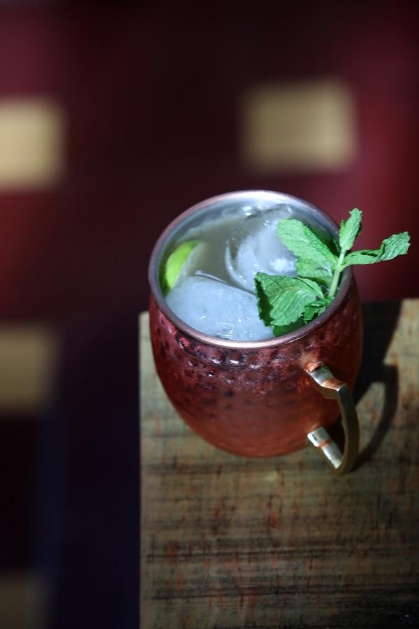 11-06-2018 / REVISTA DOMINICAL / fotos de Cocktail Moscow Mule y de Gin Tonic / Fotografía: John Durán
