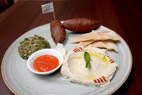 El menú de El Abasto varía todos los días. En la foto un platillo libanés ofrecido en el mercado por Lubnan. Fotografía: John Durán