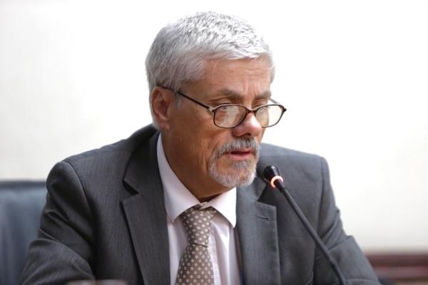 """""""Hemos llegado a concluir que la Asamblea Legislativa no podría modificar lo que acuerde el Poder Ejecutivo a la hora de establecer el monto del FEES. Nosotros creemos que el legislador presupuestario no tiene estas competencias"""", afirmó Julio Jurado. Fotografía: Alejandro Gamboa Madrigal."""