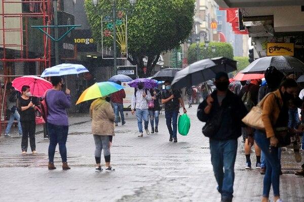 La lluvia propiciada por el paso de ondas tropicales seguirá varios días de la última semana de noviembre. Foto: Rafael Pacheco.