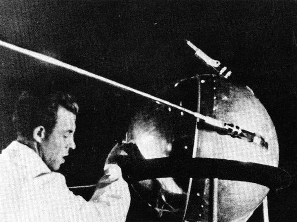 El lanzamiento de Sputnik creó una rivalidad entre estadounidenses y soviéticos que duró por décadas, pero que al final permitió llevar por primera vez seres humanos a la Luna. Foto: NASA/Asif A. Siddiqi