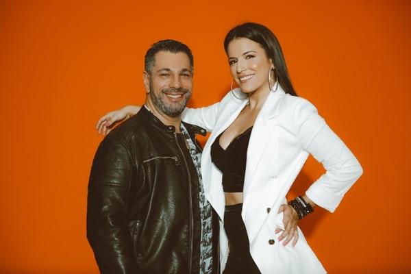 Adrián Céspedes y Ana María Roldán son los integrantes de Plancha Live, el dúo que este sábado protagonizará la singular velada. Foto: Cortesía de Plancha Live