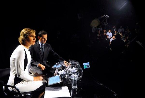 Los moderadores de este debate son los periodistas Laura Martínez y Freddy Serrano.