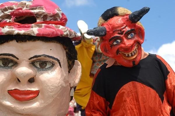Las mascaradas costarricenses son una expresión de la cultura. Año con año en el cantón de Barva se celebra una actividad que reúne a decenas de representantes de este arte tico.   ADRIANA OVARES/ARCHIVO.
