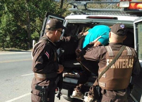 Oficiales de la Policía de Fronteras detuvieron el lunes a un presunto coyote en Peñas Blancas, frontera con Nicaragua.