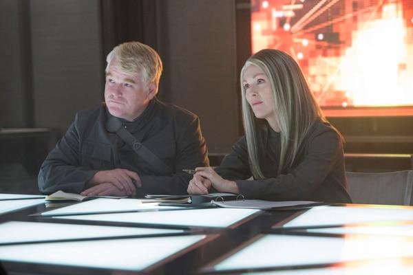 'The Hunger Games: Sinsajo' incluye la aparición póstuma de Philip Seymour Hoffman, quien comparte créditos con Julianne Moore. | AP