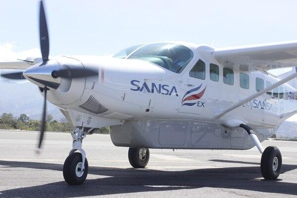 Sansa tiene vuelos domésticos desde el aeropuerto Internacional Juan Santamaría hacia 12 destinos, entre ellos: Golfito, Puerto Jiménez, Quepos, Tambor y Liberia.