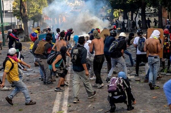 Opositores y fuerzas armadas se enfrentan en Caracas por la Asamblea Constituyente.