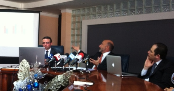 El ministro Ayales estima que el déficit fiscal rondará un 4,5% del PIB para este año.   JUAN PABLO ARIAS