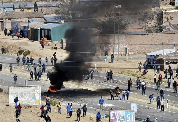 Enfrentamiento entre policías y mineros en Bolivia