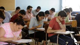 Casi 800 estudiantes de Medicina competirán por cupo para práctica en hospitales de  CCSS