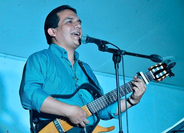 Trayectoria. Esta visita del cantautor peruano Luis Enrique Ascoy a Costa Rica forma parte de las celebraciones por sus 30 años como músico católico. Rafael Pacheco para La Nación