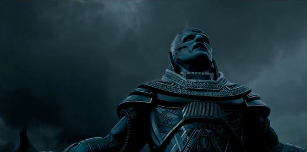 Poderoso. Apocalipsis es el primer mutante, tiene 5.000 años, es inmortal y mente de genio. Captura de video.