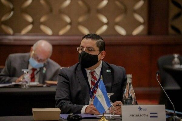 El embajador nicaragüense Duilio Hernández, durante su participación en la cumbre de este jueves en San José. Foto: Cortesía Roberto Carlos Sánchez / Presidencia