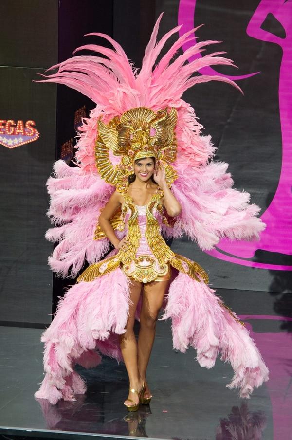 Miss Costa Rica, Fabiana Granados en su desfile en traje nacional o de fantasía.